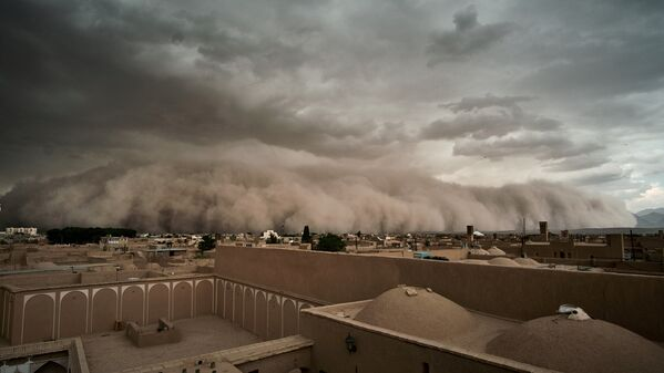 Во время песчаной бури в Йезде, Иран - Sputnik Азербайджан