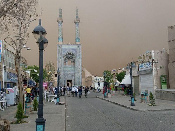 Пятничная мечеть во время песчаной бури в Йезде, Иран - Sputnik Азербайджан