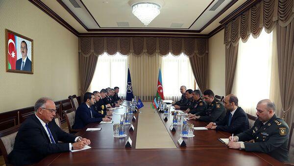 Министр обороны Азербайджана встретился с Верховным главнокомандующим Объединенными силами НАТО в Европе - Sputnik Азербайджан