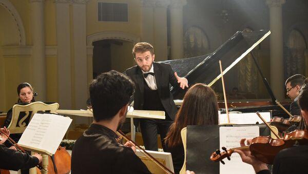 На сцене Азербайджанской государственной академической филармонии прошел концерт молодых музыкантов - Sputnik Азербайджан