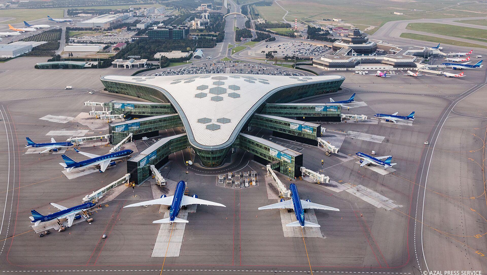Международный аэропорт Гейдар Алиев с высоты птичьего полета - Sputnik Азербайджан, 1920, 12.04.2021