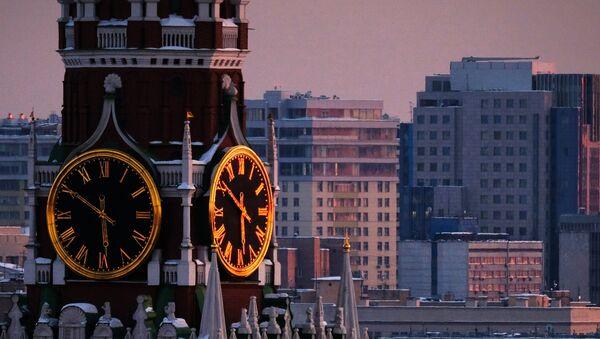 Часы на Спасской башне Московского Кремля - Sputnik Азербайджан