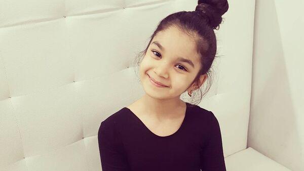 Юная исполнительница индийских танцев из Азербайджана Элина Мамедова - Sputnik Азербайджан