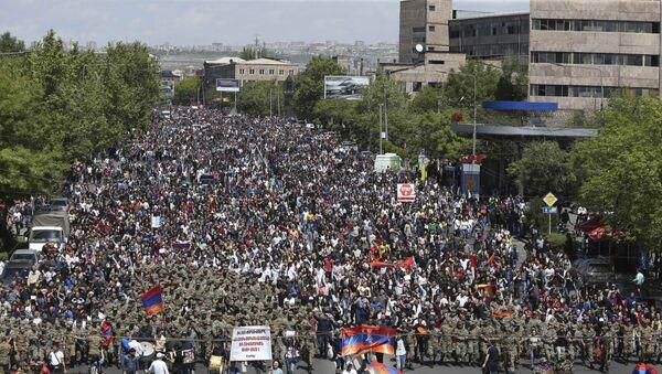 Акция протеста в Ереване, 23 апреля 2018 года - Sputnik Азербайджан
