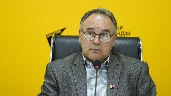 Исполнительный директор Ассоциации книгоиздателей и книгораспространителей Кыргызстана Олег Бондаренко - Sputnik Азербайджан