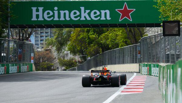 Первый день третьего сезона Гран-при Азербайджана Формулы-1, квалификационные заезды - Sputnik Azərbaycan
