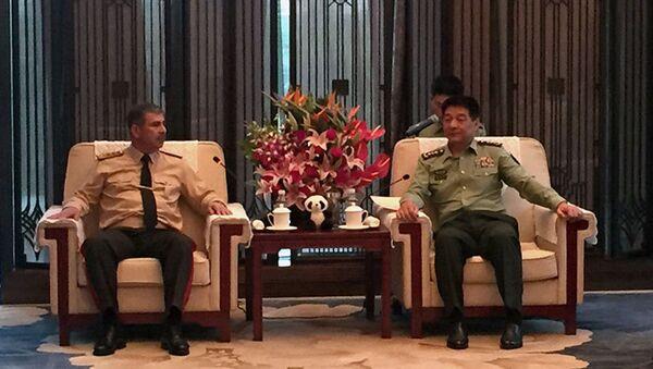 Министр обороны Азербайджана встретился с командующим западной зоной КНР - Sputnik Азербайджан