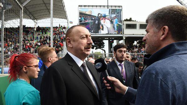 Президент Ильхам Алиев на основной гонке Гран-при Азербайджана Формулы-1 - Sputnik Азербайджан