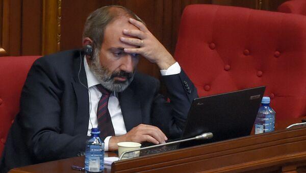 Никол Пашинян на специальном заседании парламента по выборам нового премьер-министра Армении (1 мая 2018). Еревaн - Sputnik Азербайджан