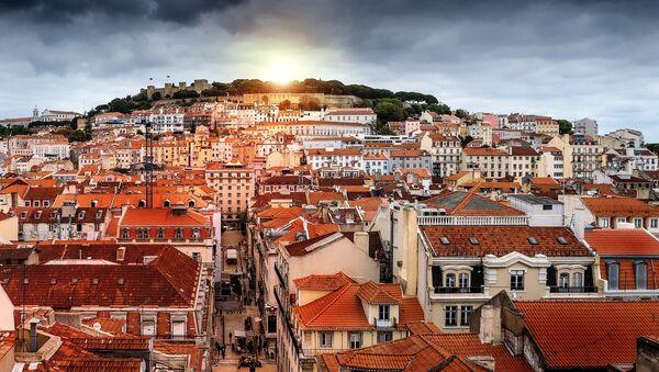 Вид на город Лиссабон, столицу Португалии - Sputnik Азербайджан