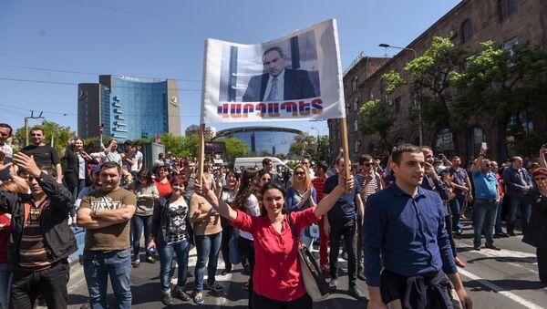 Заблокированный проспект Аршакуняц (2 мая 2018). Ереван - Sputnik Азербайджан