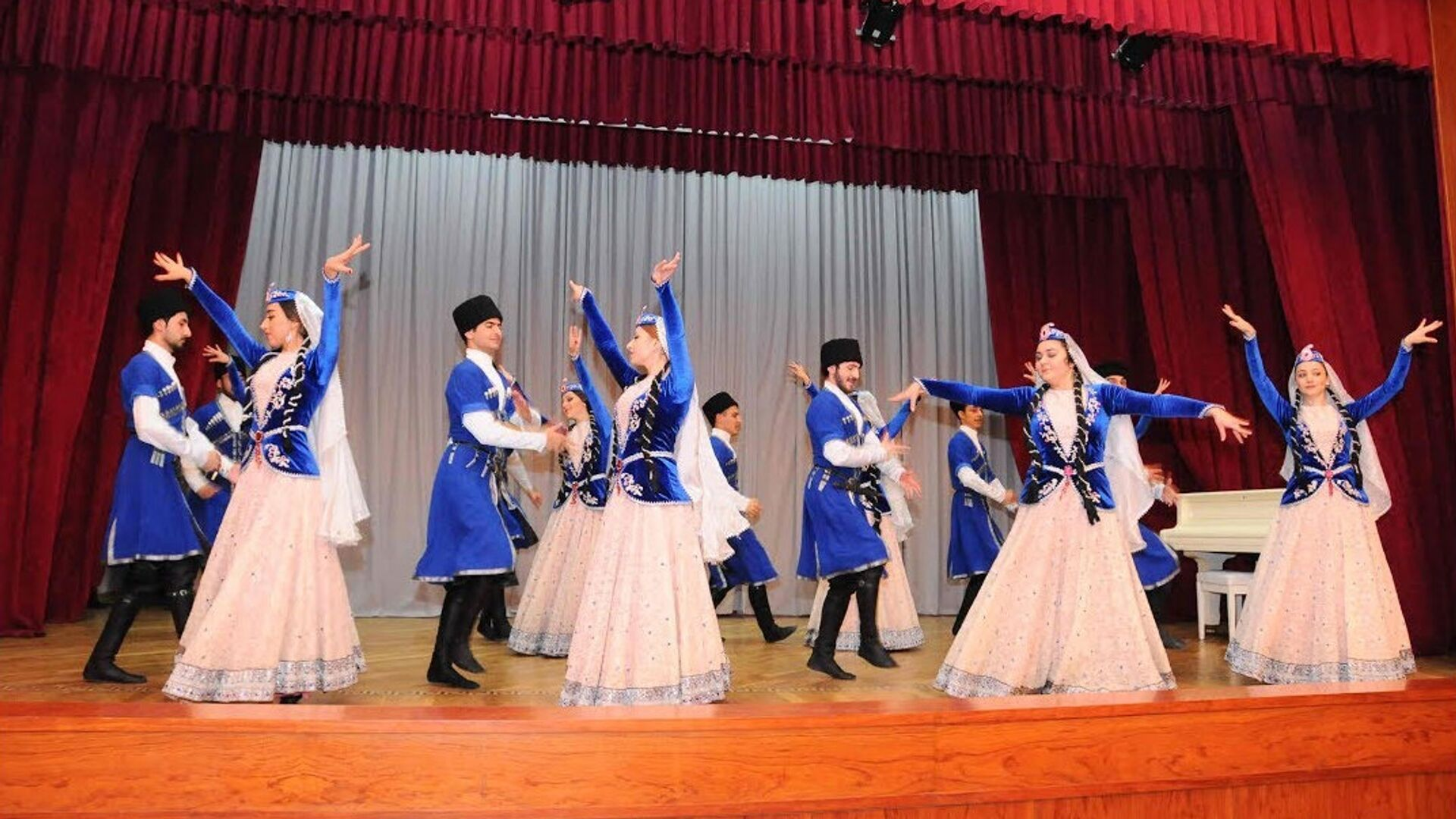 Национальные танцы Азербайджана  - Sputnik Azərbaycan, 1920, 06.09.2021