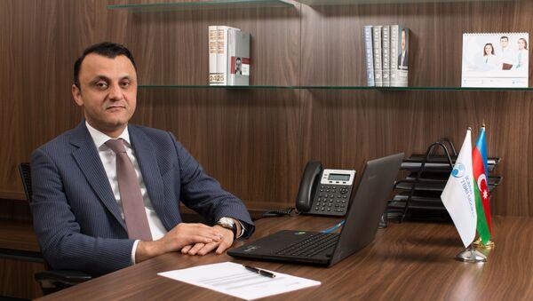 Руководитель департамента обязательного медицинского страхования Государственного агентства обязательного медицинского страхования Вугар Гурбанов - Sputnik Азербайджан