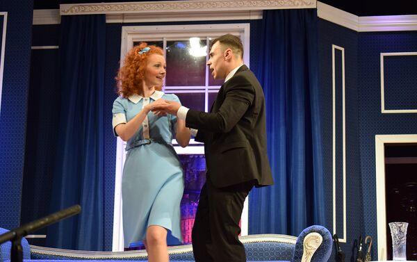 Премьера Он, она, окно… любовник на сцене Русского драматического театра - Sputnik Азербайджан