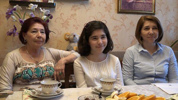 Праздник со слезами на глазах встречает семья Шеметовых-Гусейнзаде - Sputnik Азербайджан