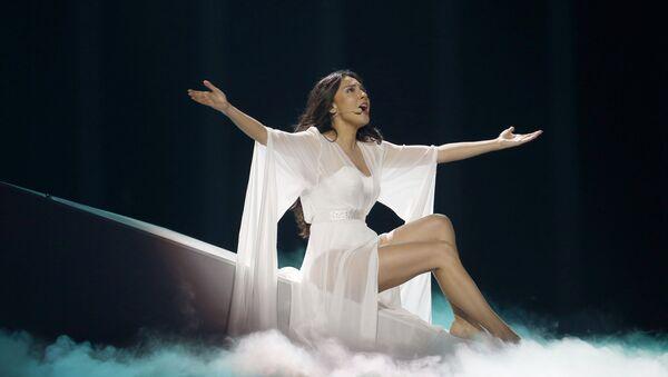 Представительница Азербайджана Айсель Мамедова исполняет песню X my heart в первом полуфинале международного конкурса Евровидение-2018, Португалия, Лиссабон, Алтис Арена. 8 мая 2018 года - Sputnik Азербайджан