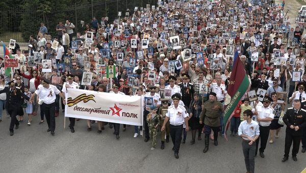 Бессмертный полк прошагал по улицам Баку - Sputnik Азербайджан