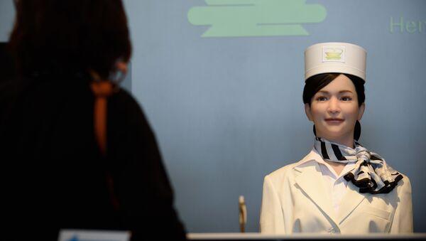 Робот-портье в отеле Henn na Hotel - Sputnik Азербайджан