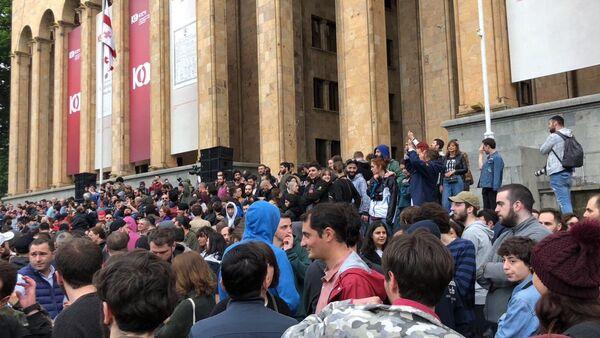 Молодежь опротестовывает спецоперацию в ночных клубах Тбилиси - Sputnik Азербайджан