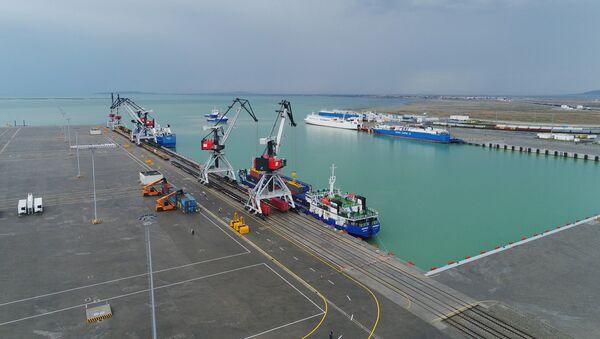 Комплекс Бакинского международного морского торгового порта в поселке Алят  - Sputnik Азербайджан