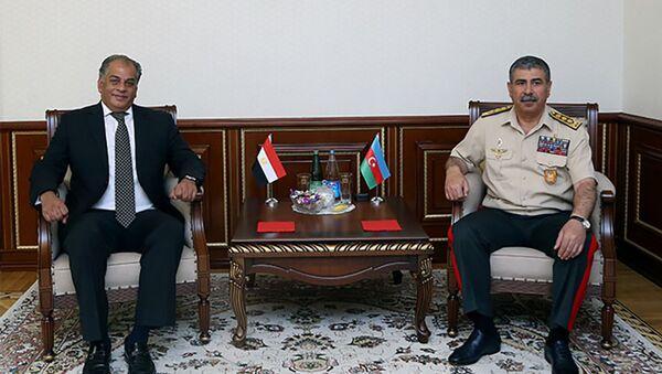 Министр обороны Азербайджана встретился с послом Египта - Sputnik Азербайджан