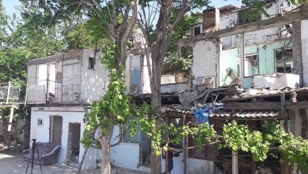 На территории Баиловского жилого участка на улице Бухты под влиянием подземных процессов произошел оползень - Sputnik Азербайджан