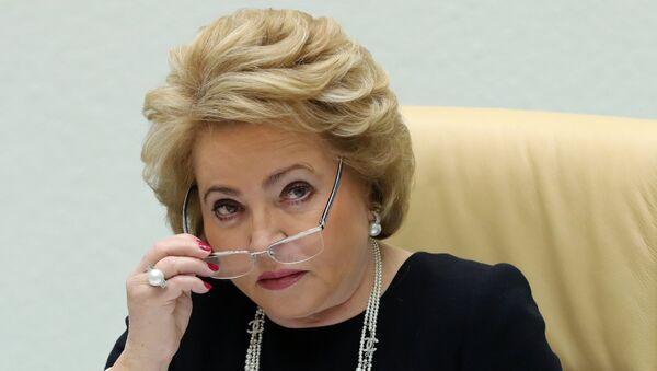Председатель Совета Федерации РФ Валентина Матвиенко на заседании Совета Федерации РФ - Sputnik Азербайджан