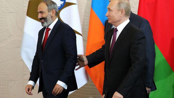 Vladimir Putin və Nikol Paşinyan Soçi görüşü zamanı, 14 may 2018-ci il - Sputnik Azərbaycan