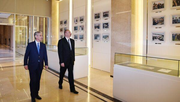 Ильхам Алиев принял участие в открытии нового административного здания партии Ени Азербайджан - Sputnik Азербайджан