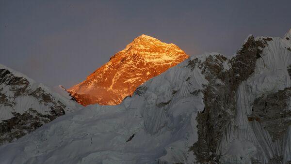 Everest - Sputnik Azərbaycan