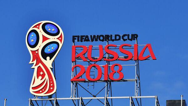 Эмблема чемпионата мира по футболу 2018 - Sputnik Азербайджан