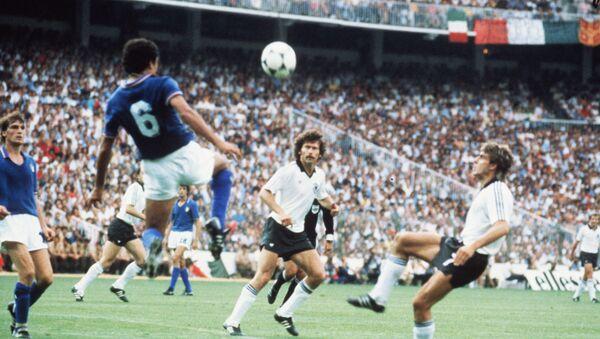 Выступление сборной Италии на Чемпионате мира по футболу 1982, 11 июля 1982 года - Sputnik Азербайджан