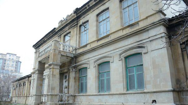 Предусматривается реконструкция 3 учебного корпуса UNEC, находящего по адресу город Баку, улица Муртаза Мухтарова 194 - Sputnik Азербайджан