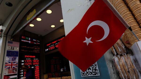 Пункт обмена валюты в Стамбуле, 23 мая 2018 года - Sputnik Azərbaycan