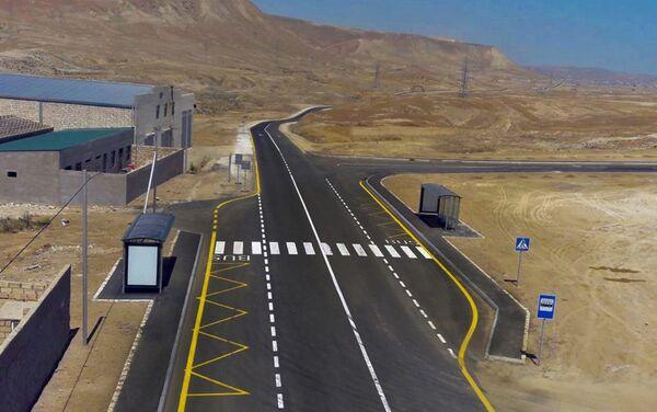 Президент Ильхам Алиев принял участие в открытии реконструированного шоссе Локбатан-Гобу в Гарадагском районе - Sputnik Азербайджан
