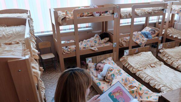 Дети во время тихого часа в детском саду - Sputnik Азербайджан