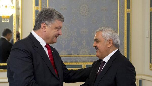 Петро Порошенко и Ровнаг Абдуллаев - Sputnik Азербайджан
