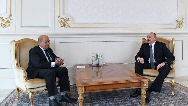 Президент Ильхам Алиев принял министра Европы и иностранных дел Франции Жана-Ива Ле Дриана - Sputnik Азербайджан