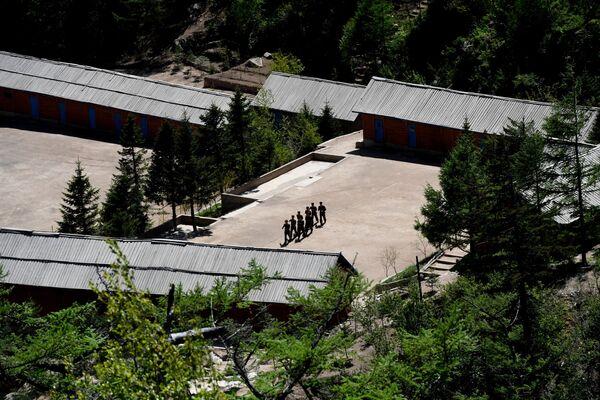 Военнослужащие на ядерном полигоне Пхунгери на севере КНДР - Sputnik Азербайджан