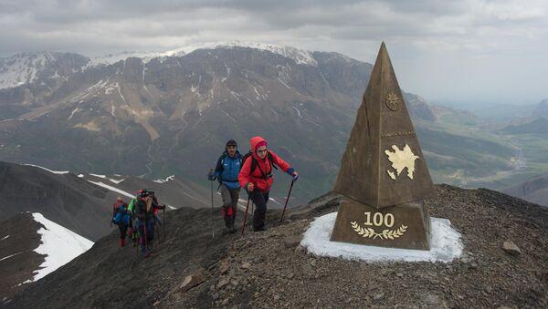 Альпинисты у вершины Пик 100-летия АДР - Sputnik Азербайджан