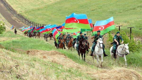Шествие кавалеристов ГПС Азербайджана, приуроченное к 100-летию АДР - Sputnik Азербайджан