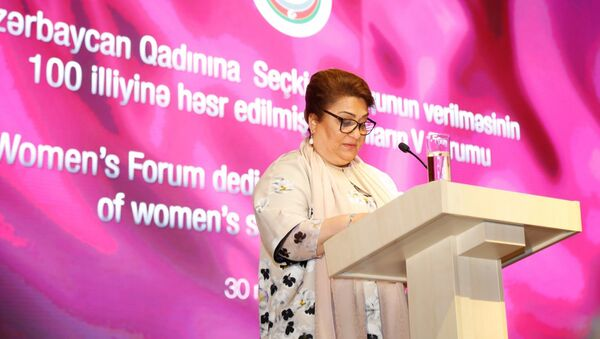 Председатель Госкомитета по проблемам семьи, женщин и детей Хиджран Гусейнова - Sputnik Азербайджан