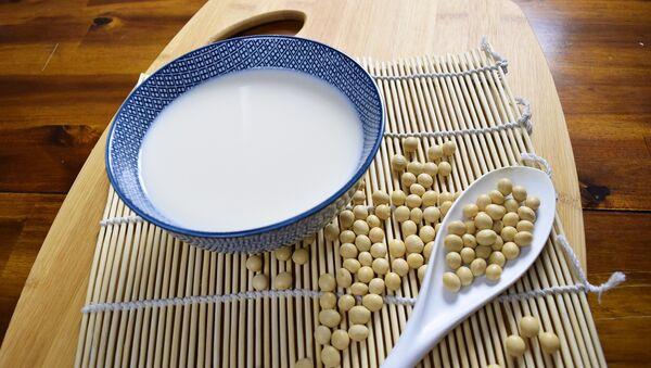 Соя и молоко — продукты, богатые белками - Sputnik Азербайджан