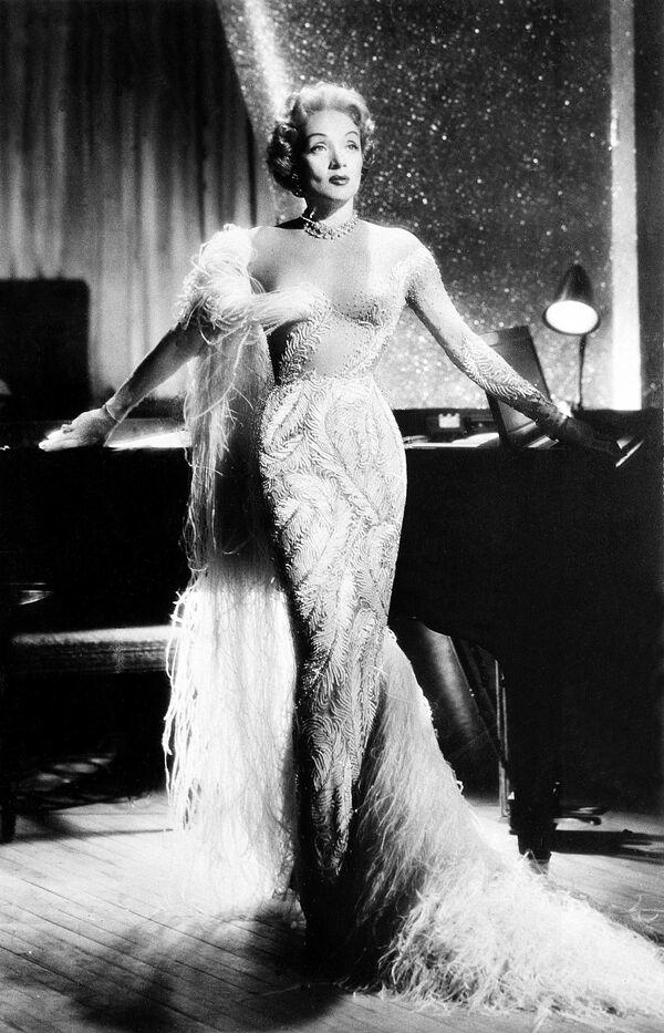 Актриса Марлен Дитрих в Лас-Вегасе, 1955 - Sputnik Азербайджан