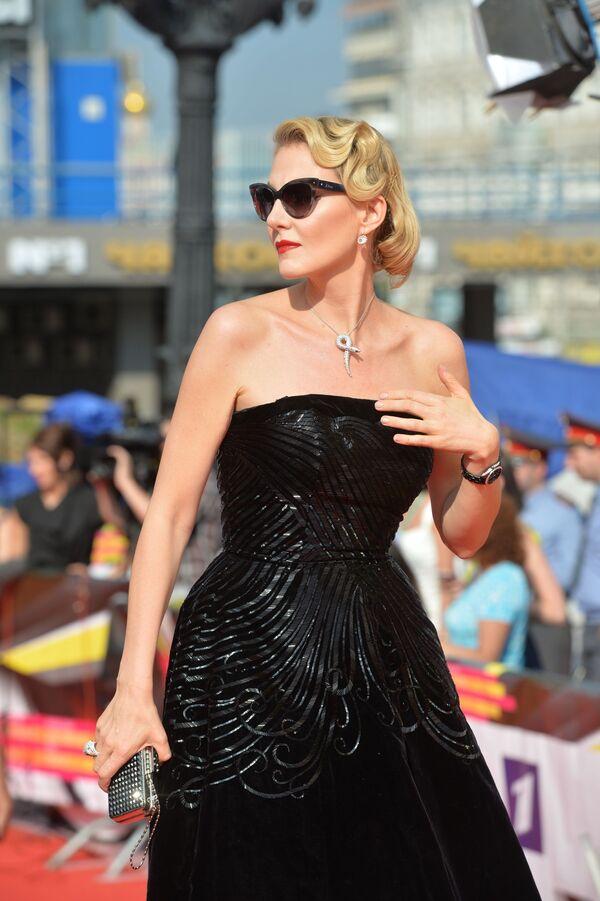 Актриса, сценарист, режиссер Рената Литвинова на церемонии закрытия 35-го Московского Международного кинофестиваля - Sputnik Азербайджан