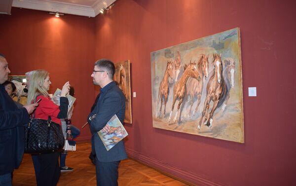 В Музейном центре открылась выставка латвийской художницы Даце Штрауса Живое наследие - Sputnik Азербайджан