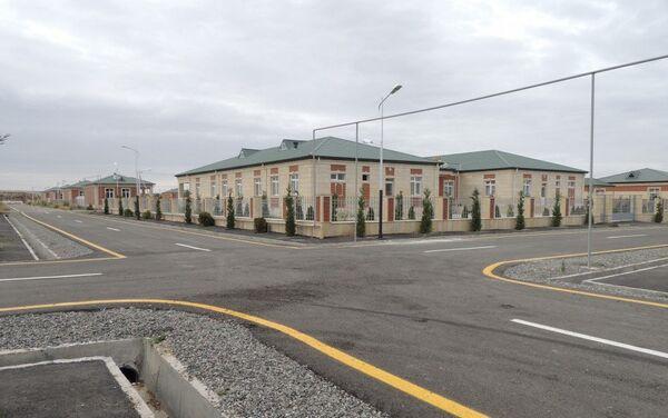 На очередном этапе переселения жителей построено 100 частных жилых домов - Sputnik Азербайджан