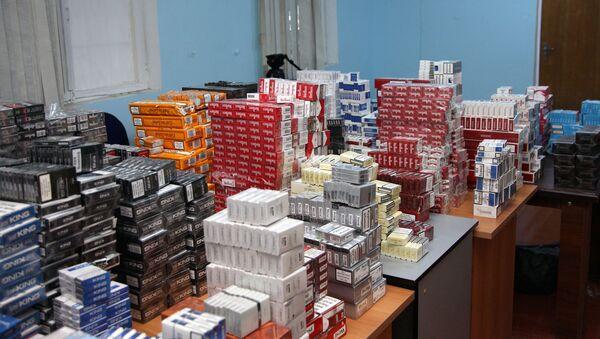 Партия табачной продукции без акцизной марки, конфискованная сотрудниками Министерства налогов Азербайджана - Sputnik Азербайджан