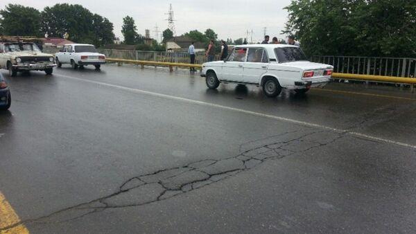 Сель разрушил мост над рекой Гейчай в Азербайджане - Sputnik Азербайджан