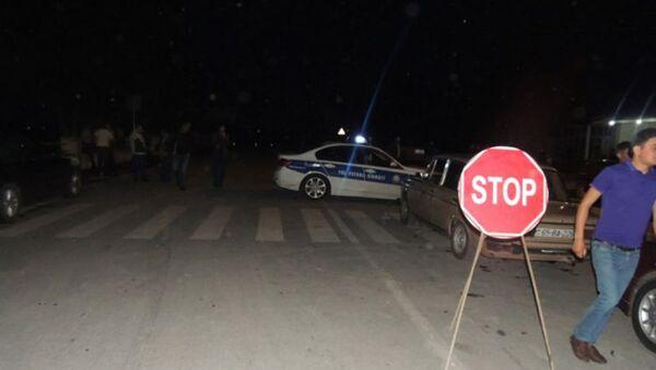 Автомобиль дорожно-патрульной службы на месте разрушения моста в Гёйчае - Sputnik Азербайджан